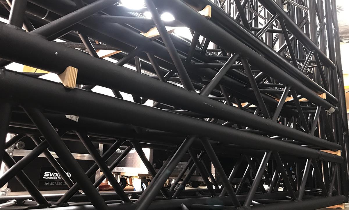 konstrukcje sceniczne, czarna krata