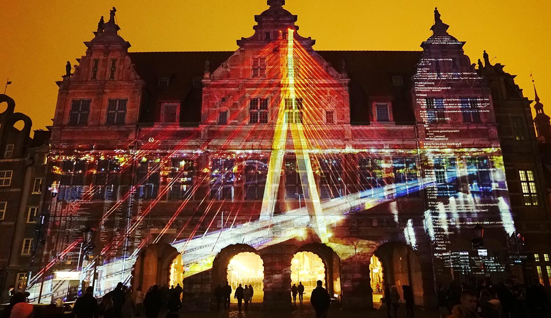 wielkoformatowe projektory projekcje na budynkach